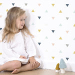 papel pintado triángulos niña